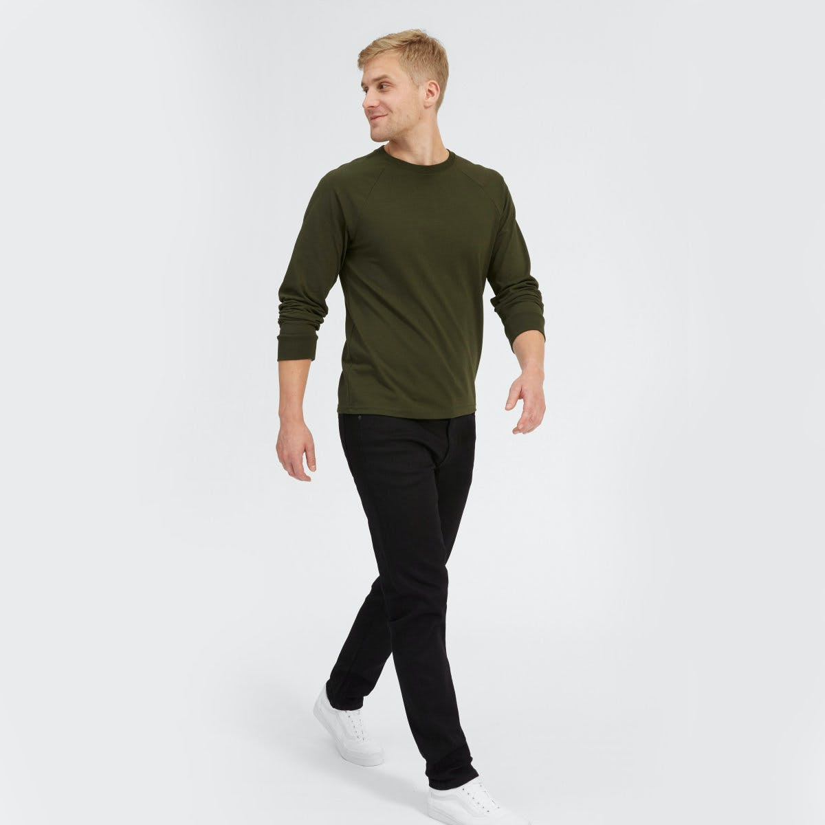 everlane, everlane jeans, everlane denim, japanese denim, athletic jeans, black jeans, tapered jeans