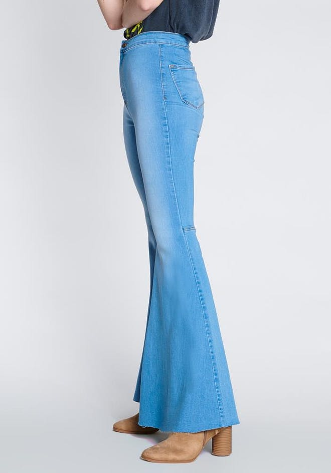 P1651 LS - Vibrant Flare Jeans